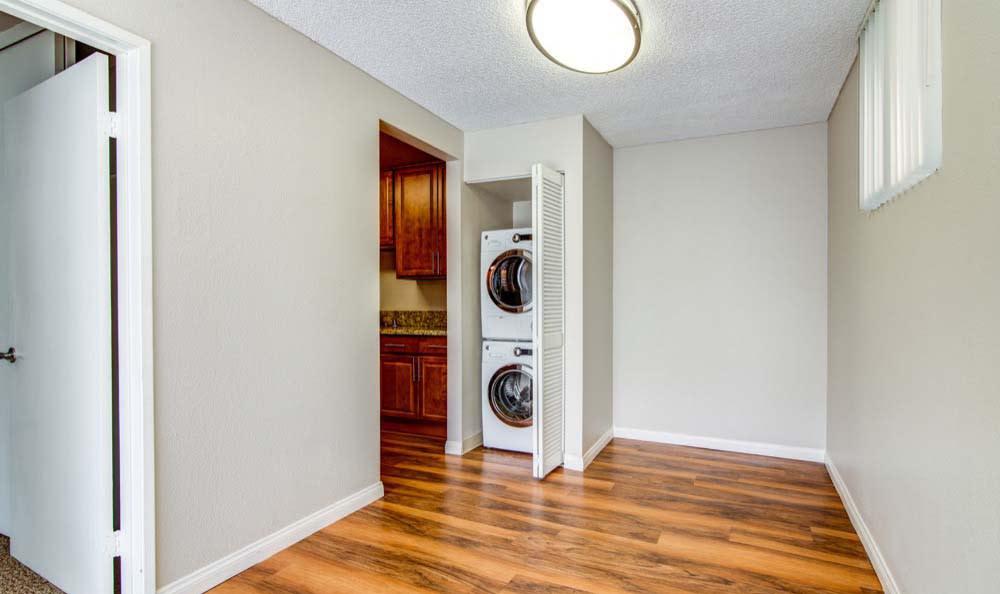 Verse offers hardwood floors in San Diego, CA