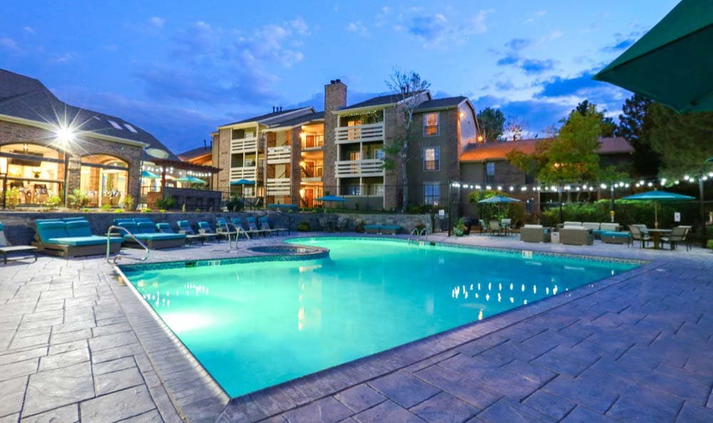 Swimming pool in the evening at Sofi Westminster in Westminster, CO