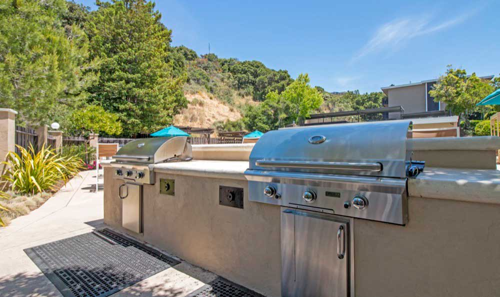 Modern bbq area at Sofi Belmont Hills in Belmont, CA
