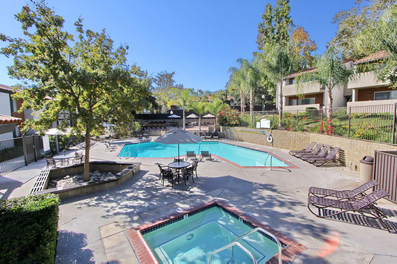 Sofi Thousand Oaks offers a great for entertaining swimming pool in Thousand Oaks, CA