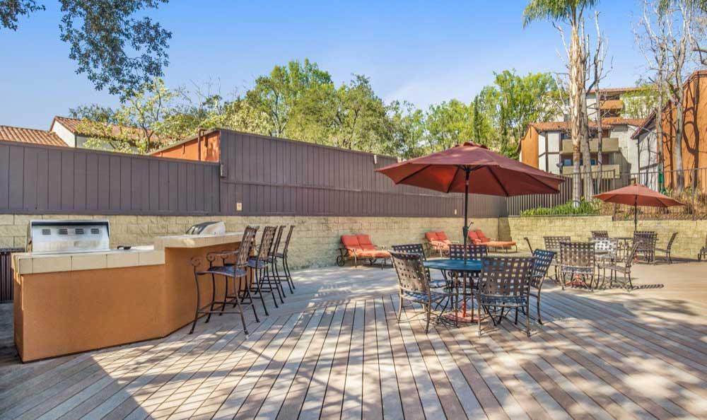 Beautiful bbq area at Sofi Thousand Oaks in Thousand Oaks, CA