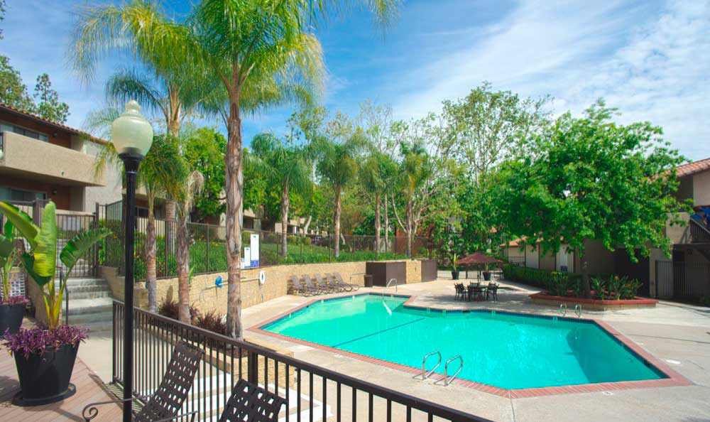 Sofi Thousand Oaks offers a swimming pool in Thousand Oaks, CA