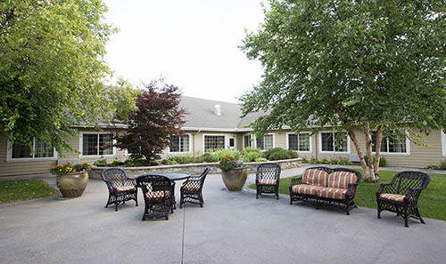 Amber Glen Alzheimer's Special Care Center Outdoor Lounge