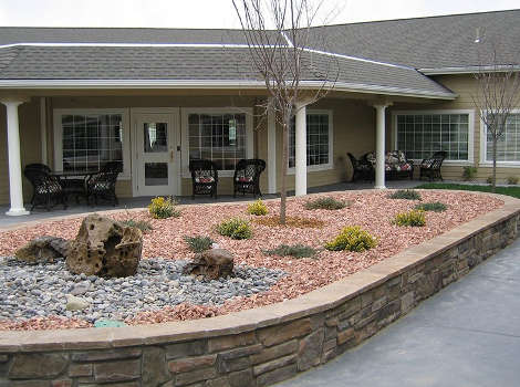 Courtyard at Aspen Ridge Alzheimer's Special Care Center in Grand Junction