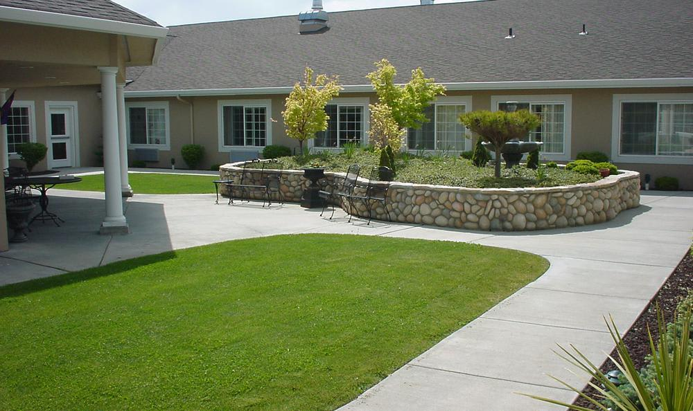Court Yard at Callaway Gardens Alzheimer's Special Care Center in Kennewick