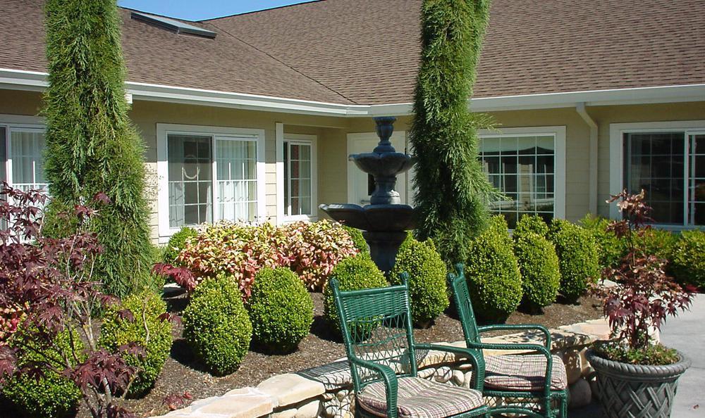 Garden at Cedar Crest Alzheimer's Special Care Center in Tualatin