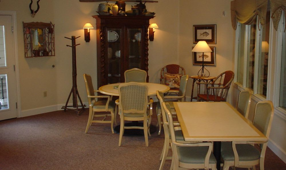 dining room at The Hampton Alzheimer's Special Care Center in Tumwater, WA