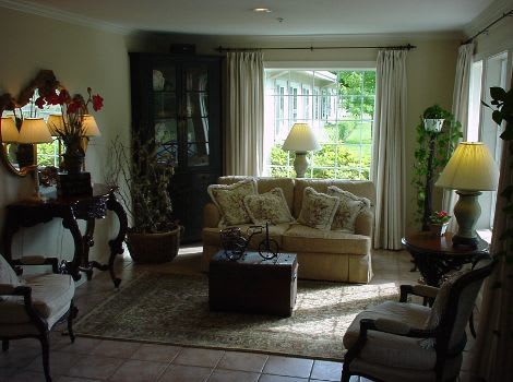 living room at The Hampton Alzheimer's Special Care Center in Tumwater, WA