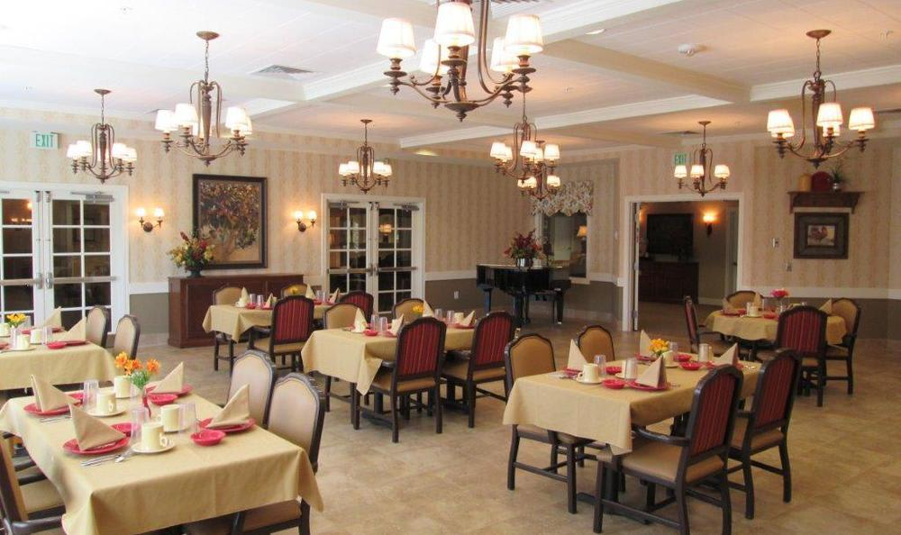 Dining Room at High Plains Alzheimer's Special Care Center in Lincoln