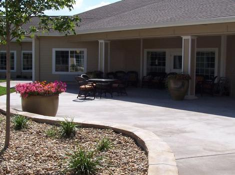 courtyard at Mill Creek Alzheimer's Special Care Center in Springfield, IL