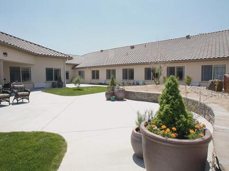 courtyard at North Ridge Alzheimer's Special Care Center in Albuquerque, NM