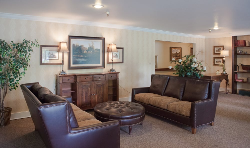 Lounge at senior living in Olympics West Retirement Inn