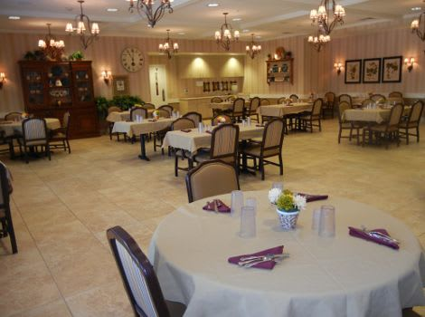 dining hall at Rock Creek Alzheimer's Special Care Center in Surprise, AZ