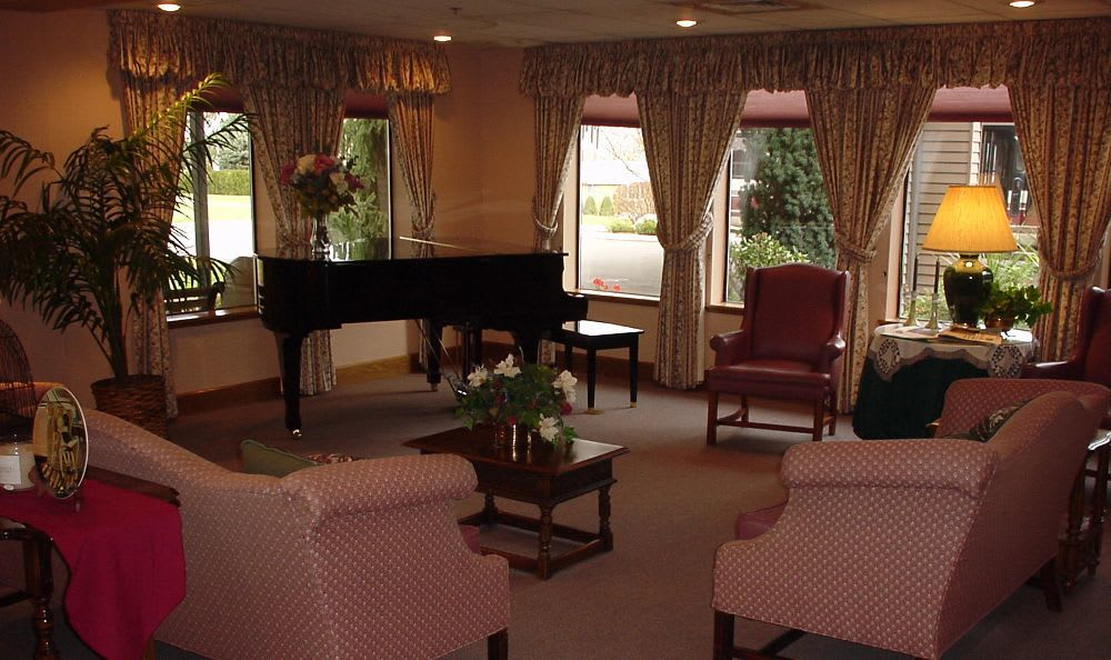 Clubhouse Living Room at Royal Columbian Retirement Inn in Kennewick