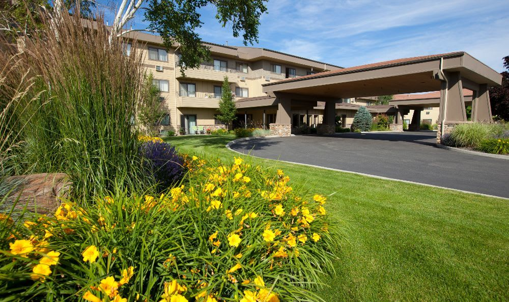 Entrace at Royal Columbian Retirement Inn in Kennewick