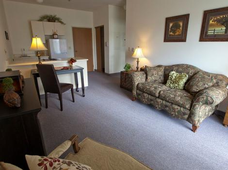 Apartment living room Royal Columbian Retirement Inn in Kennewick