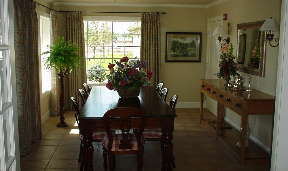 dining room at Summer Wood Alzheimer's Special Care Center in Moses Lake, WA