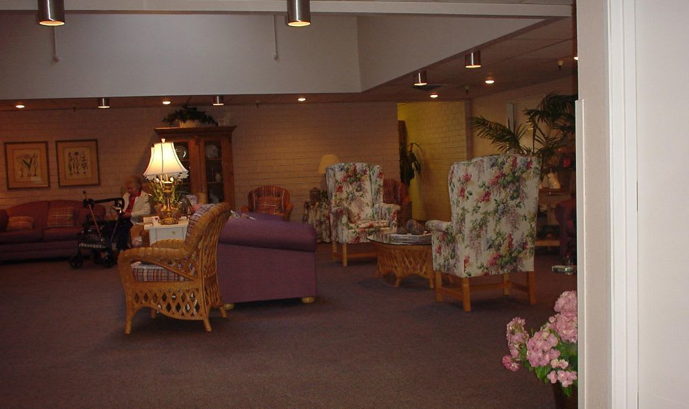 Living Room at Tri-Cities Retirement Inn in Pasco