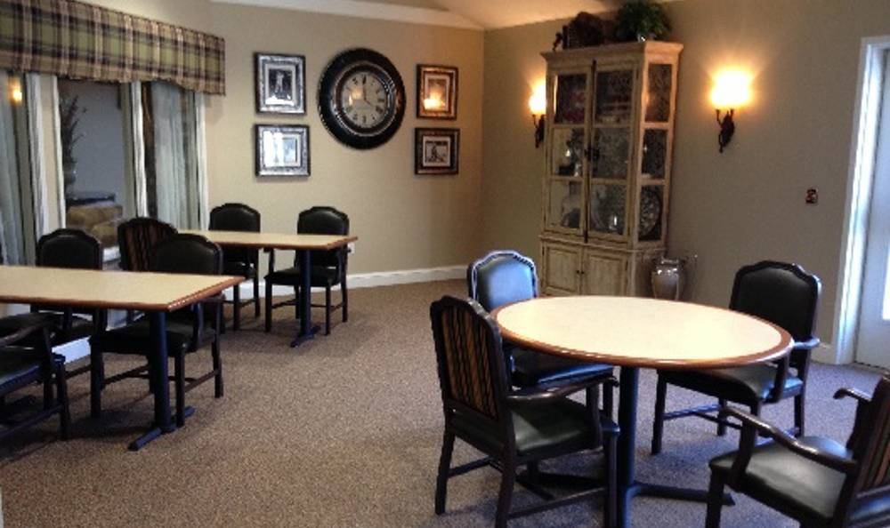 luxurious dining at Arbor Trace Alzheimer's Special Care Center