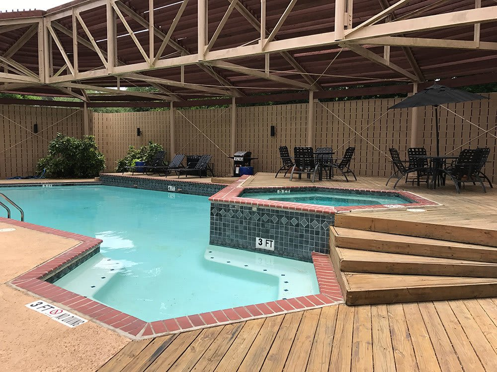 The swimming pool and spa at Bridge at Sterling Springs