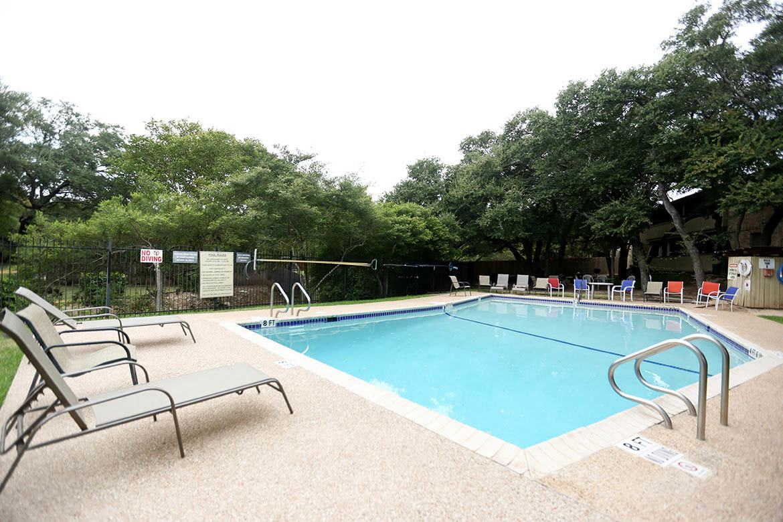 Swimming pool at Bent Tree Apartments