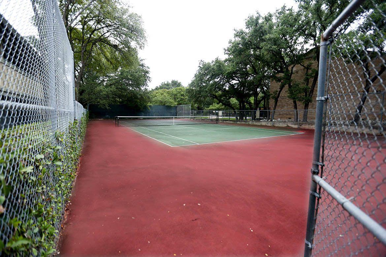 Tennis court at Bent Tree Apartments