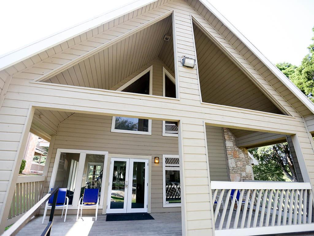 Covered deck features in Austin at Lexington Hills