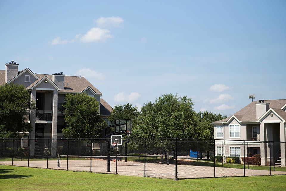 Basketball and tennis court at The Bridge at Volente