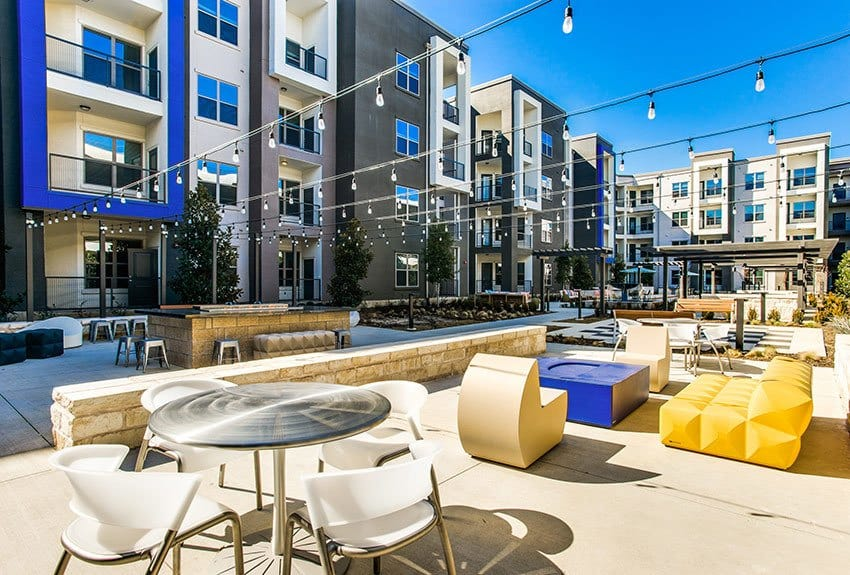 If you're seeking a luxurious lifestyle, look no further than Maple District Lofts in Dallas.
