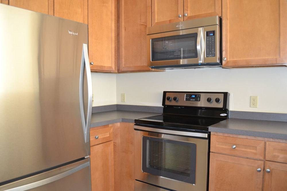 Our apartments & townhomes in Morris Plains, New Jersey showcase a modern kitchen