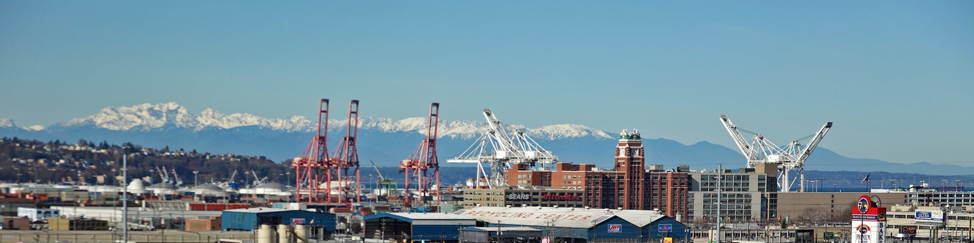 There's just something about the amazing views of downtown Seattle and the Olympic Mountains from Urban WORKlofts!