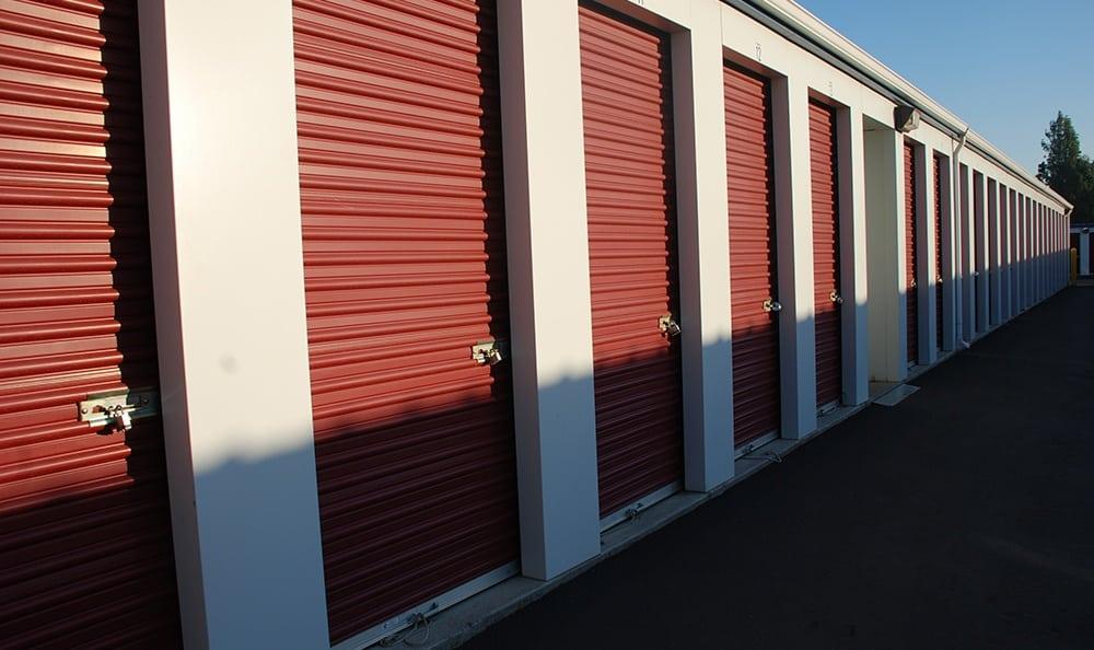Exterior self storage units in Pasco