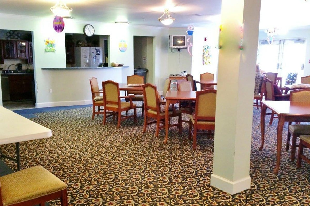 Open and comfortable dining facilities at Senior Living In Brownstown Twp MI