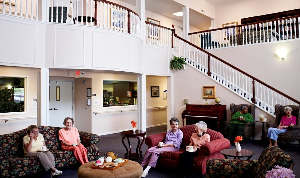 Friends Enjoying the Lobby At Senior Living In Troy, MI