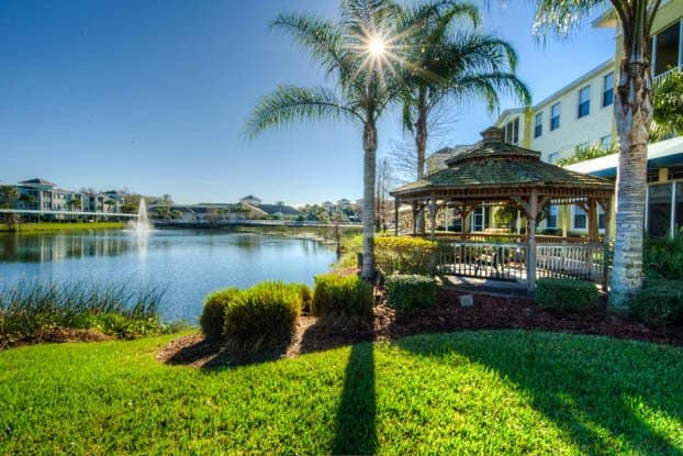 Senior living in Tampa features amazing landscaping and walkways.