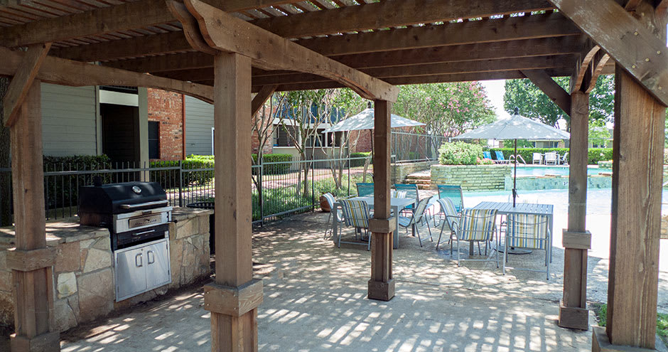 Bbq area at Promenade at Valley Creek in Irving, TX