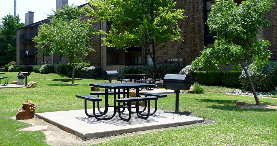 Grill area area at Promenade at Valley Ridge in Irving, TX