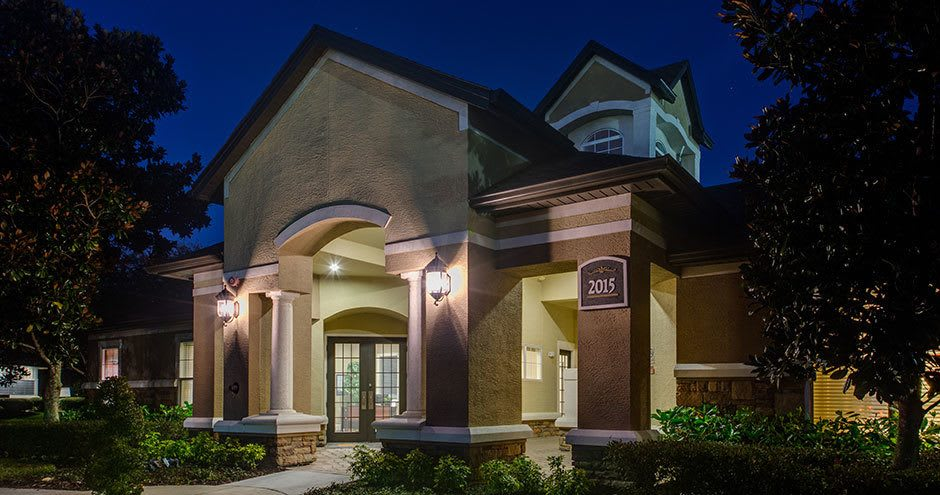 Exterior view of an apartment at Stonecastle Apartments in Winter Park, FL