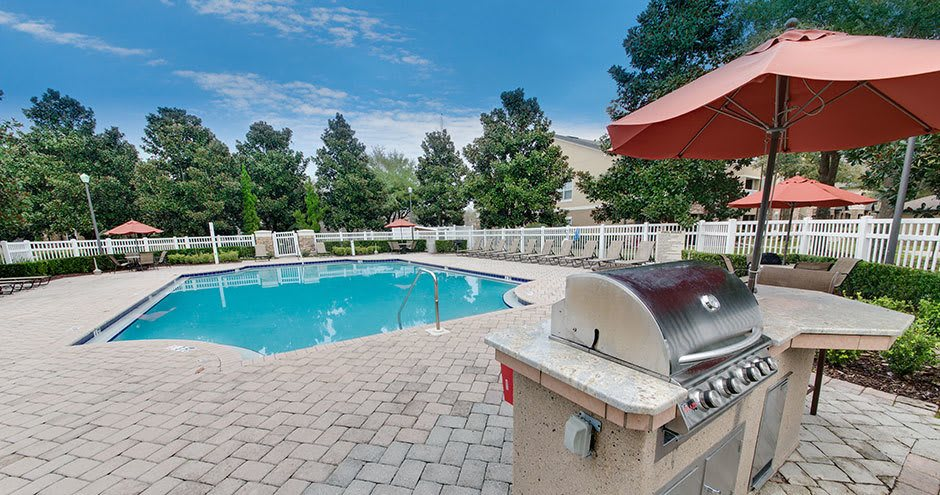 Bbq area at Stonecastle Apartments in Winter Park, FL
