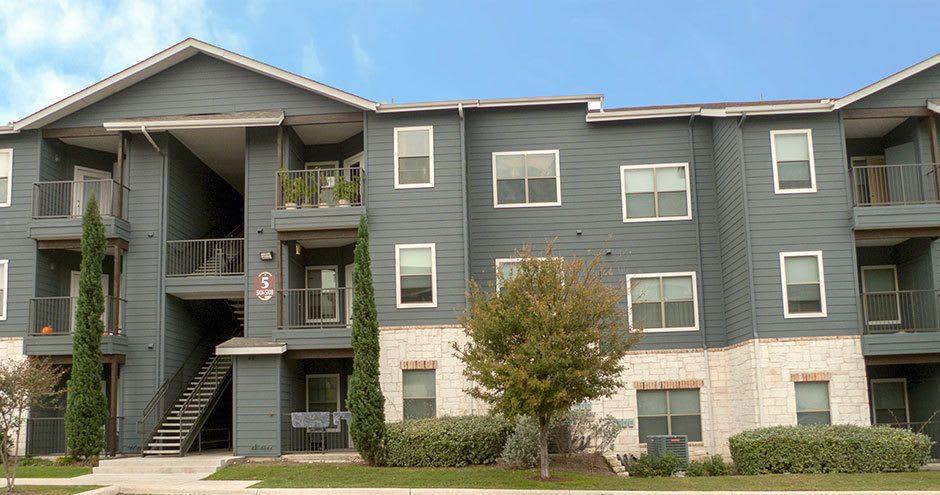 Apartments building at Republic Woodlake in San Antonio, TX