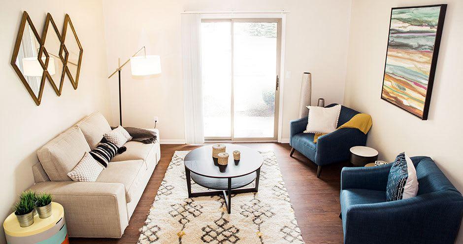 Carmel Landing offers a modern living room in Carmel, IN