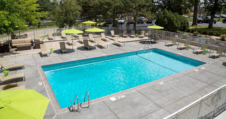The Views of Naperville offers a swimming pool in Naperville, IL