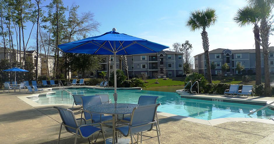 Swimming pool at Stoneleigh on Kenswick Apartments in Humble, TX