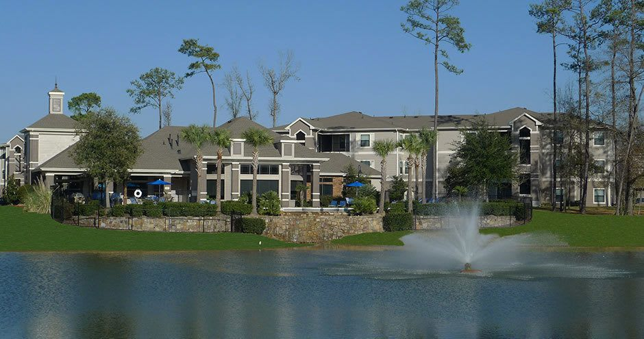 Lake at Stoneleigh on Kenswick Apartments in Humble, TX