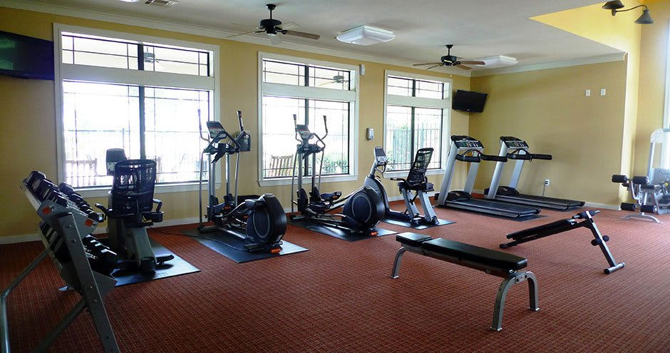 Fitness center at Stoneleigh on Kenswick Apartments in Humble, TX