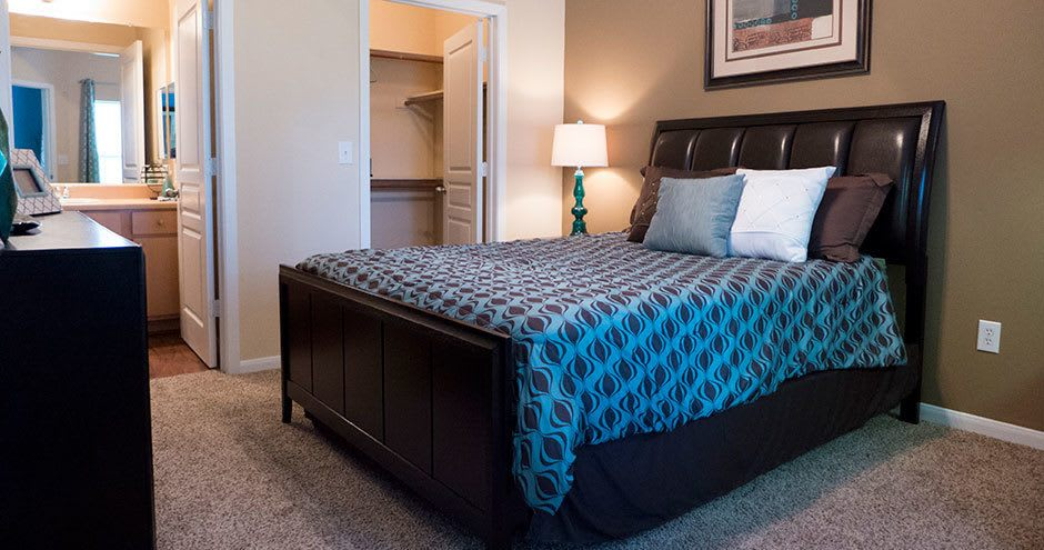 Stoneleigh on Kenswick Apartments offers a bedroom in Humble, TX