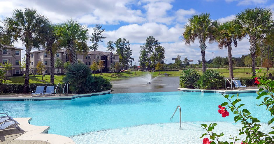 Stoneleigh on Kenswick Apartments offers a swimming pool in Humble, TX