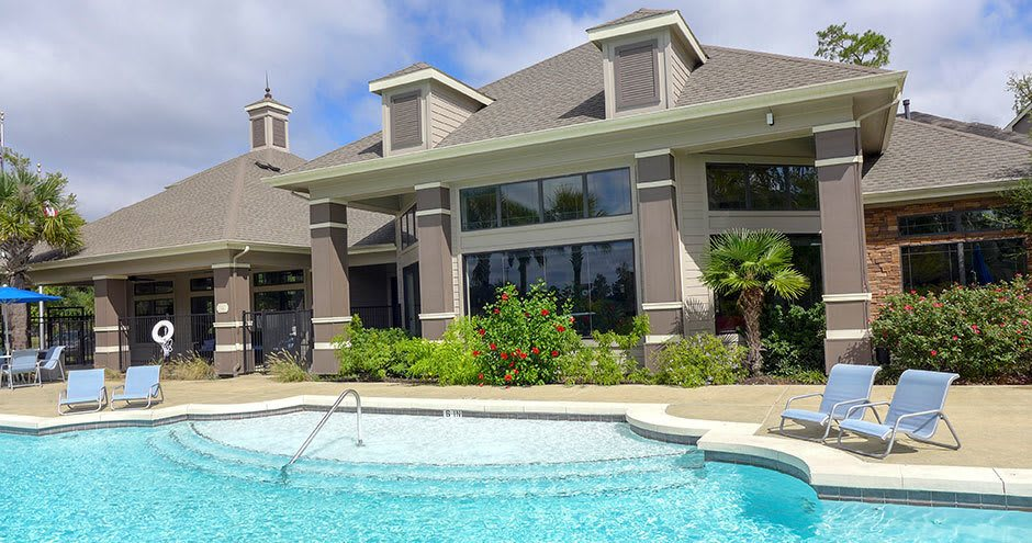 Enjoy apartments with a swimming pool at Stoneleigh on Kenswick Apartments