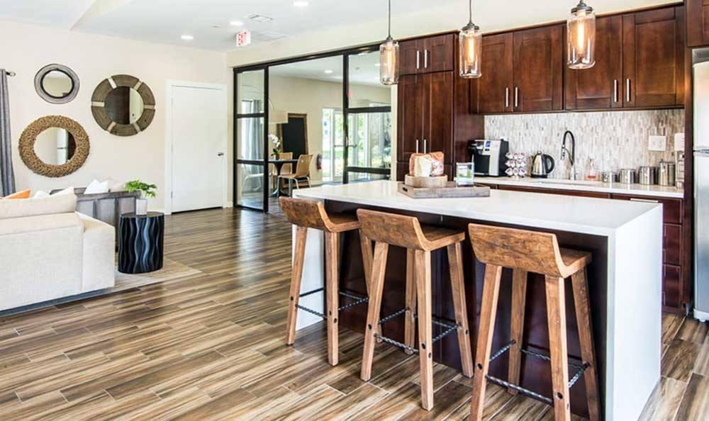 Dining room of Pavilions at Deer Chase in Deerfield Beach, FL