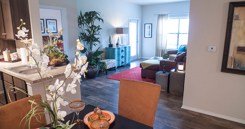 Republic Deer Creek Apartments offers a modern living room in Fort Worth, TX